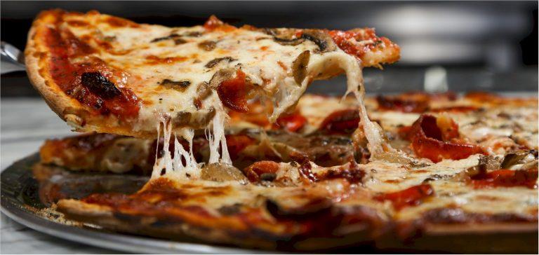 little tonis pizza 768x364