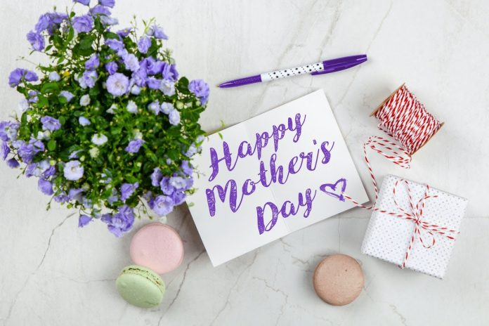 Make Mom Happy With These Fast and Easy Mother's Day Decorations